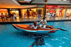 Singapore : MBS. Tourist and locals taking a sampan ride (boat ride) at the canal within MBS Stock Photography