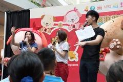 Singapore Mediacorp kinesisk radiostation DJs Arkivfoto