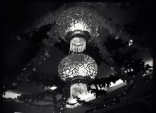 Singapore - mer chandellier b&w Royaltyfri Fotografi