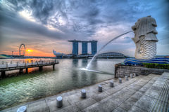 SINGAPORE MERLION OP ZONSOPGANG Royalty-vrije Stock Foto