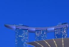 Singapore moderna abstrakta arkitektur och scyscrapers mot molnig himmel Royaltyfria Foton