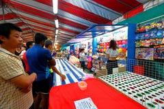 Singapore: Nattmarknad Pasar Malam Fotografering för Bildbyråer