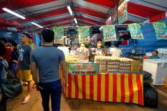 Singapore: Nattmarknad Pasar Malam Arkivbild