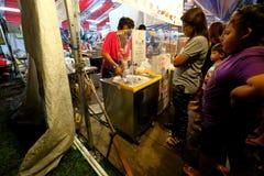Singapore: Nattmarknad Pasar Malam Arkivfoto