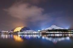 Singapore nya nationella stadion som är upplyst på natten arkivfoton