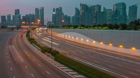 Singapore och trafik på solnedgången Tid schackningsperiod lager videofilmer