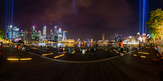 SINGAPORE-OCT 16日2014年:奇迹充分的光&水S全景  免版税库存图片