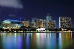 Singapore på natten arkivbilder
