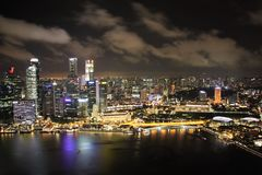 Singapore panorama på natten Arkivfoto