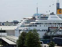 Singapore port and cruisers Royalty Free Stock Images