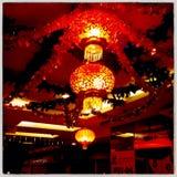 Singapore - röd mer chandellier Royaltyfria Foton