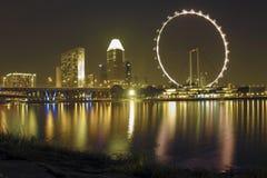 Singapore reklamblad vid natt Royaltyfri Fotografi