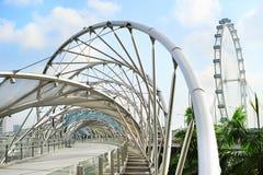 Spiralen överbryggar i Singapore Arkivfoton