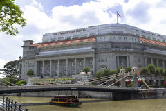 Singapore River, Fullerton Hotel and Anderson Bridge. Royalty Free Stock Images
