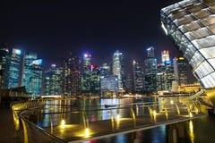 SINGAPORE-SEP 04: Centret eller staden av Singapore i nattetid Royaltyfri Bild