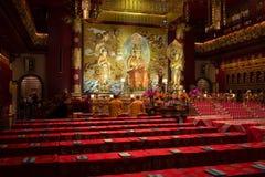 Buddha i tandreliktempel i den Kina townen, Singapore arkivbilder