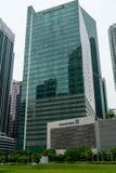 Singapore - September 16 2017: En kontorsbyggnad med Deutsche arkivbild