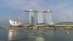 Singapore - 25 September 2018: Stäng sig upp för Marina Bay Sands, Singapore och underbar cityscape i solig dag skjutit arkivfoton