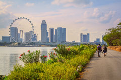 Singapore Sightseeing. Tourist Walking On The Way For Sightseeing In Singapore City Royalty Free Stock Images