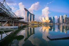 "Singapore Singapore †""Maj 7 2016: Flyg- sikt av Singapore stadshorisont i soluppgång eller solnedgången på Marina Bay, Singapor Royaltyfria Bilder"