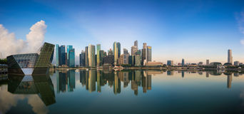 "Singapore Singapore †""Maj 7 2016: Flyg- sikt av Singapore stadshorisont i soluppgång eller solnedgången på Marina Bay, Singapor Royaltyfri Bild"