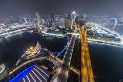 SINGAPORE SINGAPORE - CIRCA SEPTEMBER 2015: Marina Bay panorama av Singapore från observatoriet på överkanten av Marina Bay Sands Arkivfoto