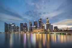 Singapore Singapore - Juli 16, 2016: Horisont av området Singapore för central affär på natten Royaltyfri Bild