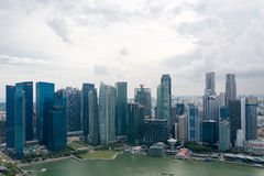 SINGAPORE SINGAPORE - JULI 16 2015: Sikt av i stadens centrum Singapore Arkivfoton