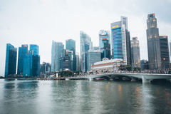 SINGAPORE SINGAPORE - JULI 17 2015: Sikt av i stadens centrum Singapore Royaltyfri Bild