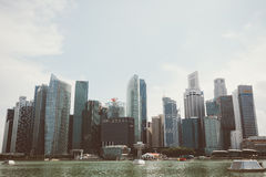 SINGAPORE SINGAPORE - JULI 16 2015: Sikt av i stadens centrum Singapore Arkivfoto