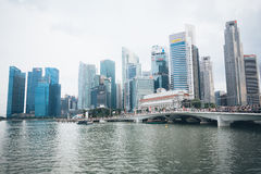 SINGAPORE SINGAPORE - JULI 17 2015: Sikt av i stadens centrum Singapore Arkivfoto