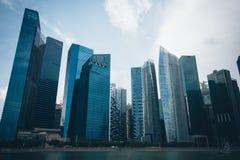 SINGAPORE SINGAPORE - JULI 16 2015: Sikt av i stadens centrum Singapore Royaltyfri Bild