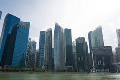 SINGAPORE SINGAPORE - JULI 16 2015: Sikt av i stadens centrum Singapore Fotografering för Bildbyråer