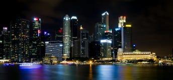 SINGAPORE SINGAPORE - JULI 19 2015: Sikt av i stadens centrum Singapore Royaltyfria Bilder