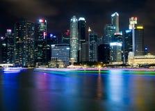 SINGAPORE SINGAPORE - JULI 19 2015: Sikt av i stadens centrum Singapore Arkivfoto
