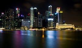 SINGAPORE SINGAPORE - JULI 19 2015: Sikt av i stadens centrum Singapore Arkivfoton
