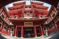SINGAPORE/SINGAPORE - 27 MAR, 2014 : Red Chinese temple, Buddha. Tooth Relic Temple and Museum in Chinatown in Singapore royalty free stock photography