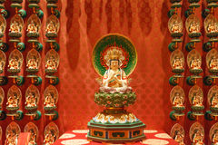 SINGAPORE/SINGAPORE - 27 MAR, 2014 : Red Chinese temple, Buddha. Tooth Relic Temple and Museum in Chinatown in Singapore stock photography