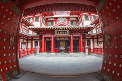SINGAPORE/SINGAPORE - 27 MAR, 2014 : Red Chinese temple, Buddha royalty free stock photography