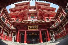 SINGAPORE/SINGAPORE - 27 MARS, 2014: Röd kinesisk tempel, Buddha royaltyfri fotografi