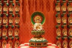 SINGAPORE/SINGAPORE - 27 MARS, 2014: Röd kinesisk tempel, Buddha arkivbild