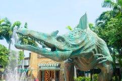 Singapore Singapore - September 21, 2014: Det Jurassic Park temat i universella studior Singapore på Singapore tillgriper världen Royaltyfri Fotografi
