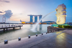 Singapore skyline and Merlion at twilight Royalty Free Stock Images