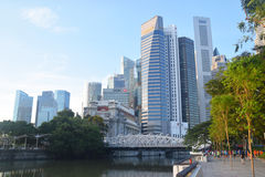 Singapore Skyline Runners Crossing Anderson Bridge Royalty Free Stock Image