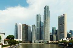 Singapore skyskrapabyggnad på Marina Bay i morgonen, Singapor Arkivbilder