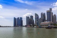 Singapore skyskrapor och röda bollar Royaltyfri Fotografi