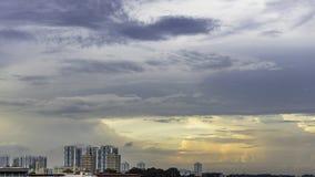 Singapore som är i stadens centrum med skyskrapor och traditionella lägenheter Arkivbilder