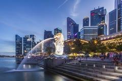 Singapore som är i stadens centrum på soluppgången, Singapore Royaltyfri Bild