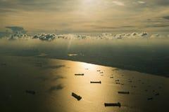 Singapore som ses från himlen Arkivbilder