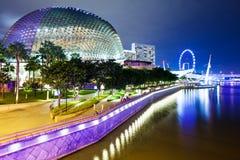 Singapore stad på natten Arkivfoton